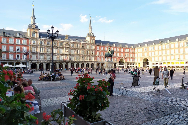 Vista lateral de la plaza Mayor